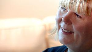 Sari Ahlqvist-Björkroth haastattelukuvassa