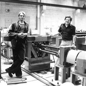 Ari Numminen koneasentajana Otaniemen koneenrakennuslaboratoriossa 1980 vuoden paikkeilla