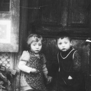 Peterin Dörigin Rita-äiti sekä tämän kaksoisveli Leo 1940-luvulla.