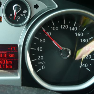 Auton nopeusmittari