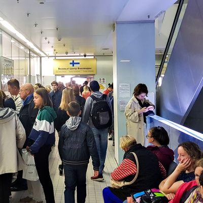 Pietarissa Suomen viisumikeskukseen suuntaavan on syytä varautua jonottamaan.