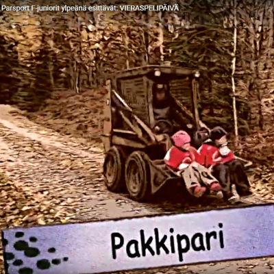 Skärmdump av ParSports video på Youtube, med två juniorer som sitter i skopan på en traktor.