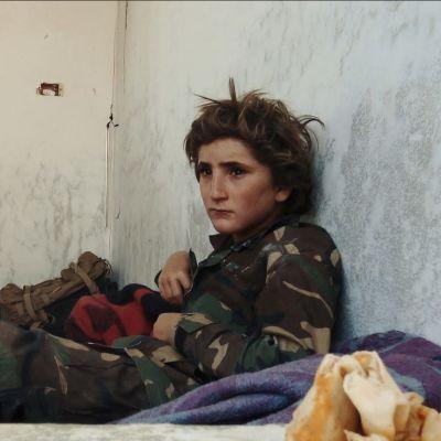 Palkittu dokumenttielokuva kuvaa, millaista on ääri-islamistiperheen arki Syyrian Idlibissä.