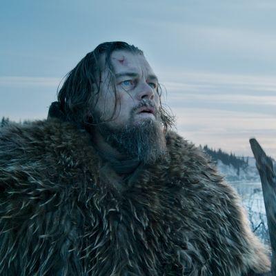 Oscar-palkittu tosipohjainen eloonjäämiskamppailu Amerikan talvisista erämaista. Pääroolissa Leonardo DiCaprio.