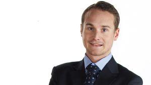 Sebastian Rostedt säljer bostäder får Huom!