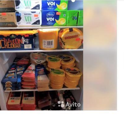 Verkkopalvelussa oleva myynti-ilmoitus, jossa jääkaappi täynnä juustoa.