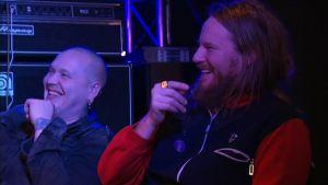 Kotiteollisuuden Jouni Hynynen sekä bändin rumpali.
