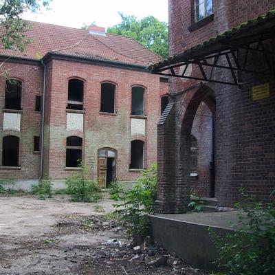 Tidigare kaserner som förfaller i den tyska staden Jüterbog