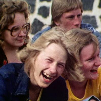 Elämän kevät -dokumenttisarjan toisen osan päähenkilönä on 16-vuotias pientilallisen poika Hannu Halonen.