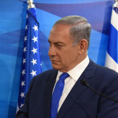 Relationerna mellan USA och Israel var ansträngda under president Barack Obamas styre. Joe Biden var då ofta tvungen att medla mellan Obama och Israels premiärminister Benjamin Netanyahu som konsekvent har stött republikanerna i USA.