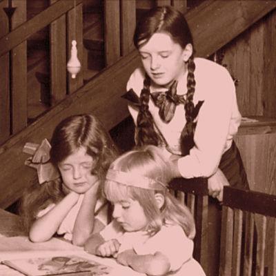 Jean Sibeliuksen tyttäret Katarina, Margareta ja Heidi 1915