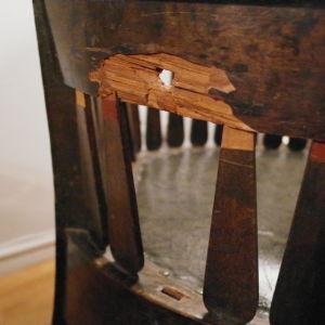 Hålet i stolen.
