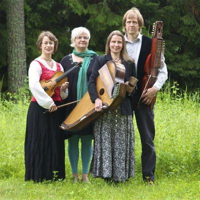 gruppen Gnistra bjuder på folkmusik i houtskär kyrka