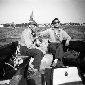 Olav Bäckman och Alfred Blomqvist med Vasa i bakgrunden 1959.
