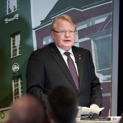 Ruotsin puolustusministeri Peter Hultqvist vierailulla Helsingissä 8. maaliskuuta.