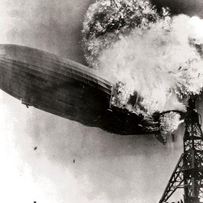 LZ 129 Hindenburg tuhoutui onnettomuudessa Lakehurstissa New Jerseyssä 6. toukokuuta 1937.