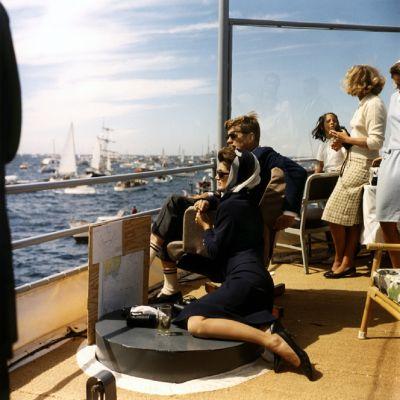 Yhdysvaltojen presidentti John F. Kennedy ja ensimmäinen nainen Jacqueline Kennedy 15. syyskuuta 1962.