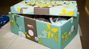 Låda i paff som innehåller moderskapsförpackningen