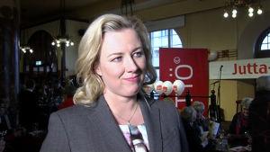 Jutta Urpilainen vid kampanjöppningen för ordförandevalet den 7 april 2014.