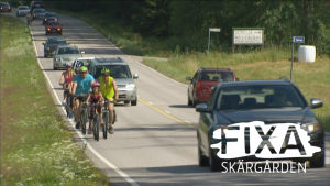 Cyklister längs med Skärgårdsvägen.
