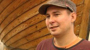 Elev Timo Takkinen har båtar och snickeri som hobby