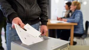 Schweizarna folkomröstade om tre saker