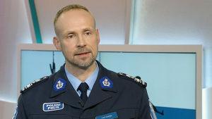 Överkommissarie Jari Taponen vid Helsingforspolisen.