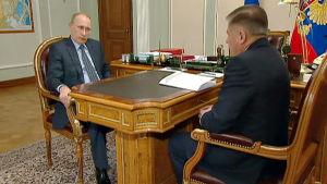 Rysslands president Vladimir Putin i ett möte med Högsta domstolens ordförande.