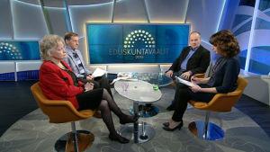 Representanter för Köyhien asialla, Självständighetspartiet och Finlands arbetarparti debatterar i Aamu-tv.