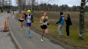 Jussi Utriainen i täten vid halva loppet - han höll ända in i mål.
