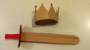 Pikku Kakkonen: Kruunu ja miekka