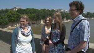 Familjen Lehto från Jyväskylä på turistresa i Paris.