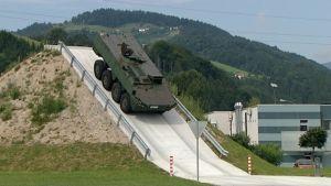 Patrian panssariajoneuvo Sloviniassa.