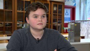Milo Vrambout går i en flerspråkig skola i Belgien.