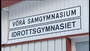 skylt med texten Vörå samgymnasium