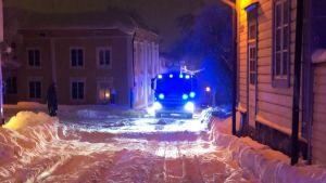 Brandbil sitter fast i snö
