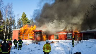 Köklot lägergård bränns ner