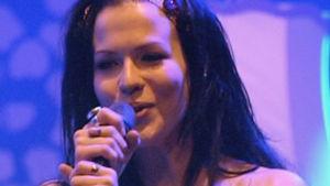Jenni Vartiainen esiintymässä Provinssirockissa 2008
