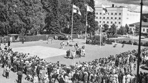 Olympiatuli Jyväskylän Kirkkopuiston Paraatiaukiolla 1952
