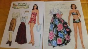 Pappersdockor föreställande Dorothy Lamour och Mary Tyler Moore.