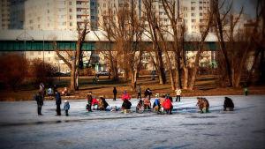 Pilkkijöitä jäällä Moskovassa