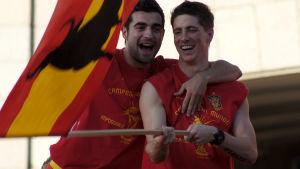 Pelaajat juhlivat voittoa