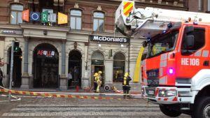 Mannerheimvägen avstängd efter brand i Forum.