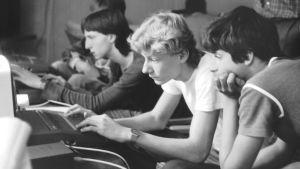 Tšekkoslovakialaisia tietokoneharrastajia 1980-luvulla.