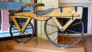 Pyörän arkkityyppi 1820-luvulta.