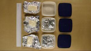 Polisfoto av beslagtagna paket heroin