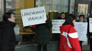 Läkemedelsverkets arbetare demonstrerar