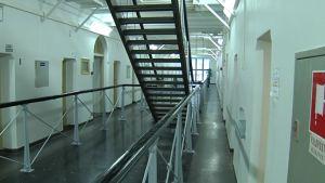 Fängelse korridor.
