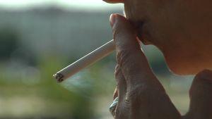 Man som röker