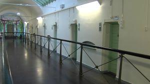 Korridor i fängelsebyggnad